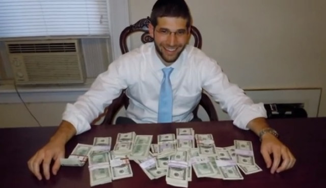 Rabbi Noah Muroff and $98,000 he found in a Craigslist desk he purchased for $150. Photo by Screenshot.png