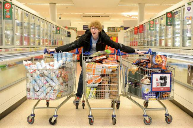 jordan cox, Teenager Buys £600 of Food Then gives it to Families in Need