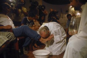pope francis washing feet