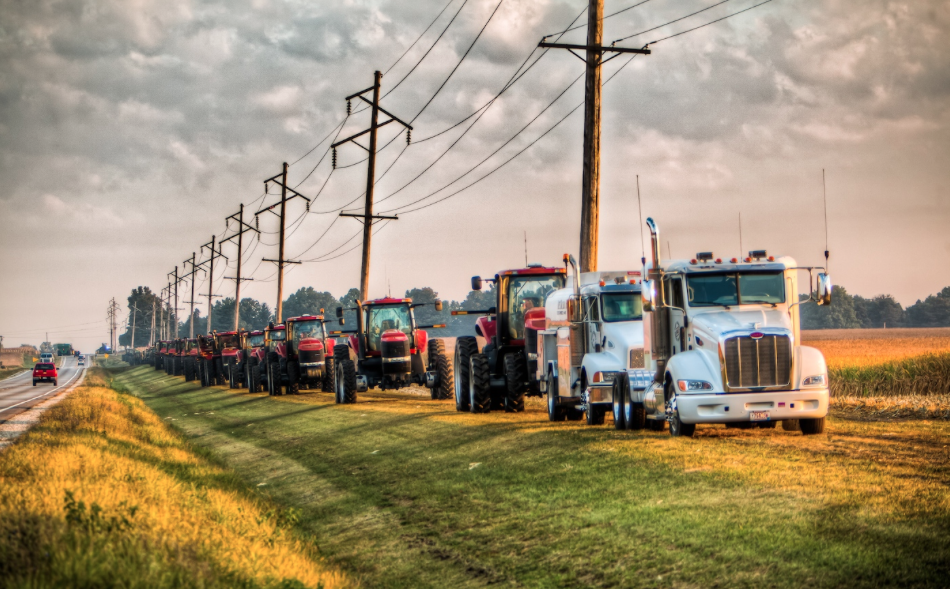 Over The Road Tractors : Farmer s convoy of respect kindness
