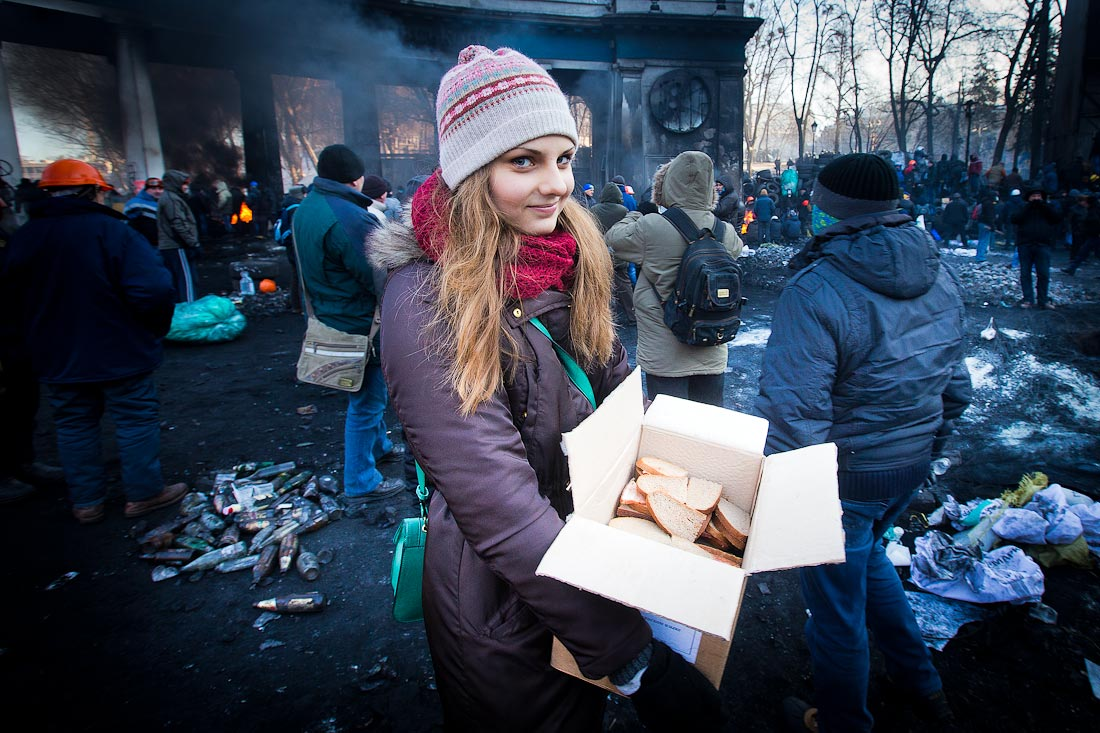 Ukrainian girl giving sandwiches to protesters
