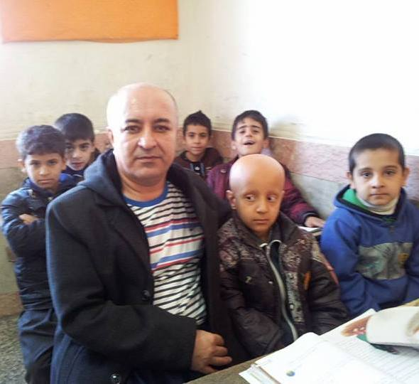 Ali Mohammadian and his pupils, who shaved their heads in solidarity with a bullied pupil