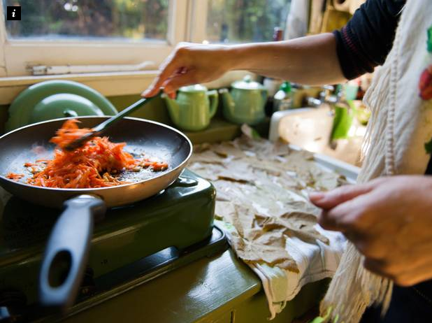 Mother Posts Advert Offering Free Home Cooked Meals For Families