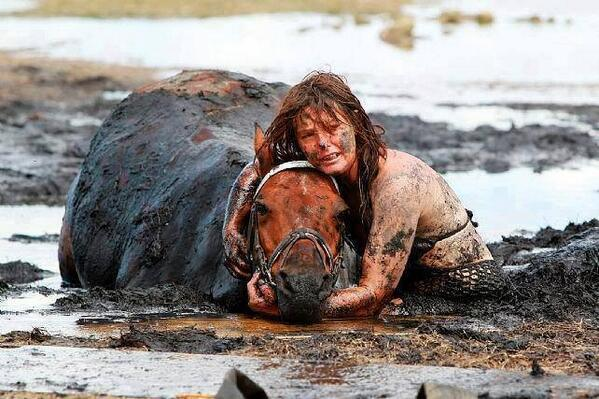 This woman spent 3 hours holding the horse's head above the tide after it got stuck in the mud on a beach in Australia. The horse was later rescued, unharmed.