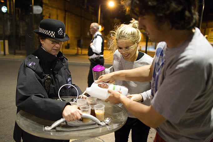Caring citizens offer tea to British riot police [London, England, 2011]