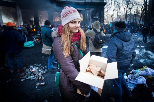 """""""Ukrainian girl giving sandwiches to protesters"""""""