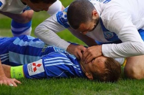 Jaba Kankava saves his unconscious opponent's life during a match today by pulling his tongue from blocking his airways.