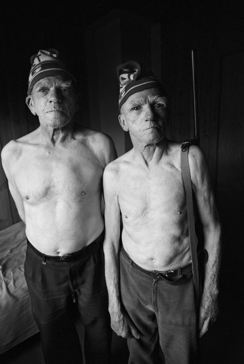 Heartbreaking Photo Series Captures The Final Years Of Two Brothers And Lifelong Best Friends