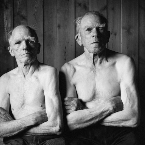 Heartbreaking Photo Series Captures The Final Years Of Two Brothers And Lifelong Best Friends6