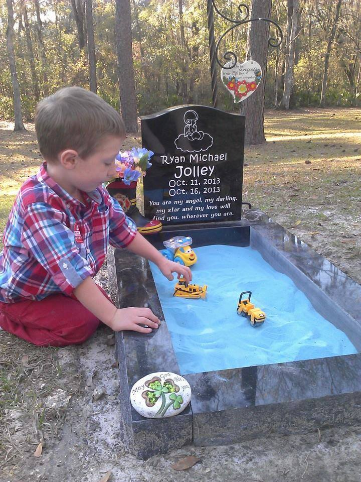 Mother creates heartbreaking sand box tribute on her infant son's grave so his toddler brother can spend time with him