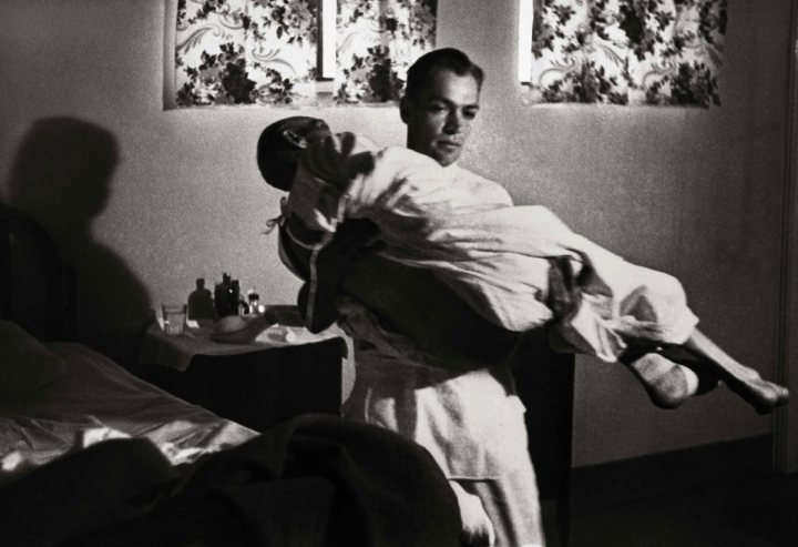 eugene smith photo essay country doctor Country doctor ernest ceriani photographed after having performed a caesarean section during which both baby and mother died due to complications the picture, taken in kremmling, colorado, was part of smith's groundbreaking photo essay for life magazine in 1948 photograph: w eugene smith/life/.