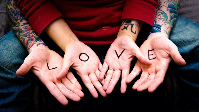 holiday-hands-heart-backgrounds-backgrounds-download