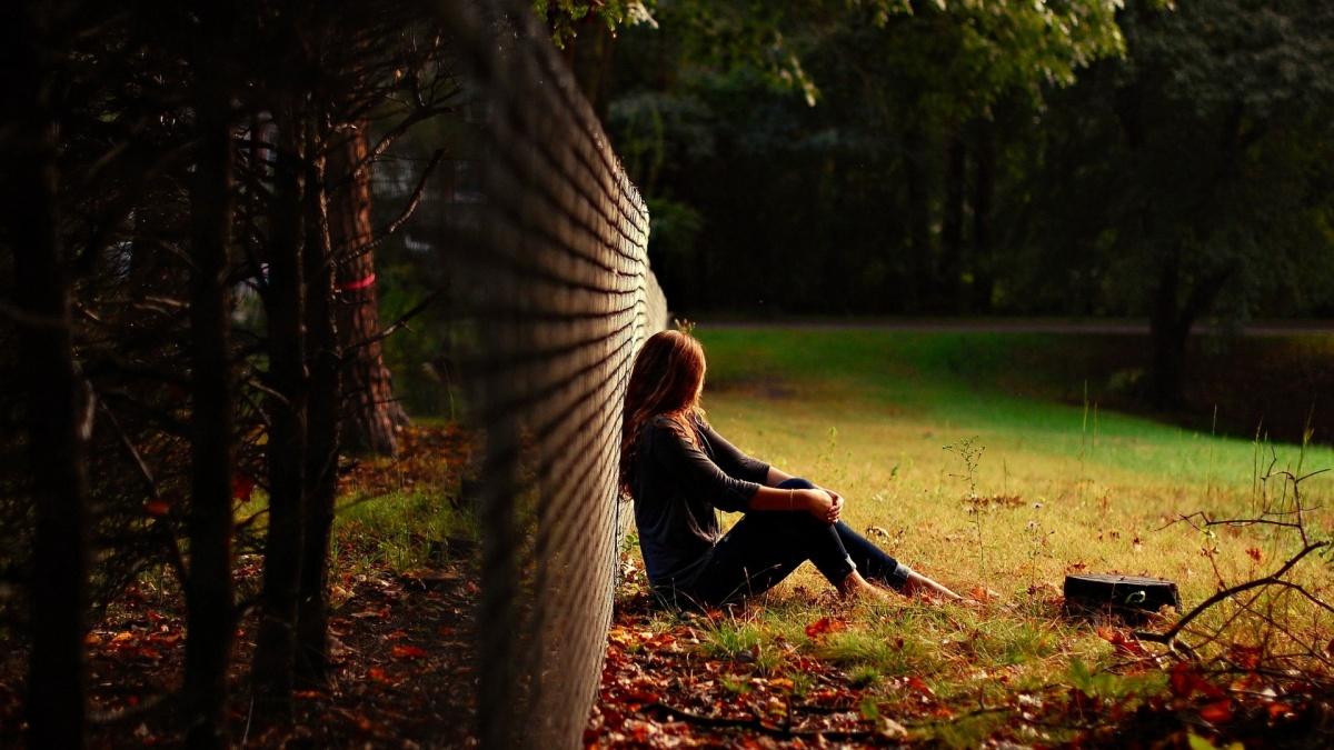 sad girl wallpaper
