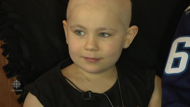 Boy Gives Hockey Stick to a Girl Fighting Cancer at The game Mb-littlegirljets-150225_2500kbps_852x480_2655872778