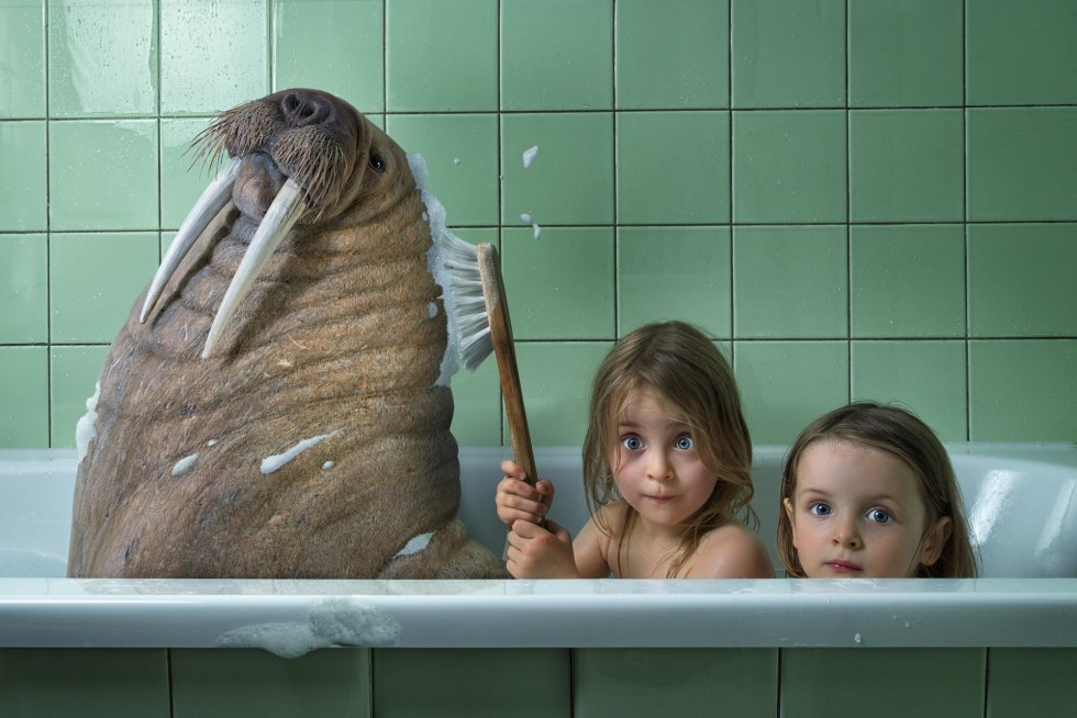 child in bath wallpaper