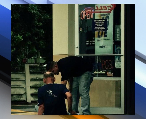 Tampa man gives homeless man his shoes and it's captured in a photo