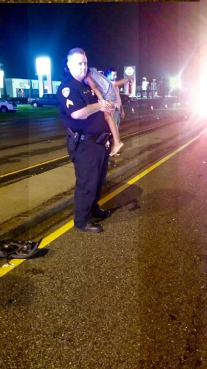 Police Officer Duke Staples Enters 'Father Mode' At Scene Of Car Crash, Photo Goes Viral Read more at http://www.inquisitr.com/2225441/baton-rouge-police-officer-duke-staples-enters-father-mode-at-scene-of-car-crash-photo-goes-viral/#y4erXqZzDwjzoLZ8.99