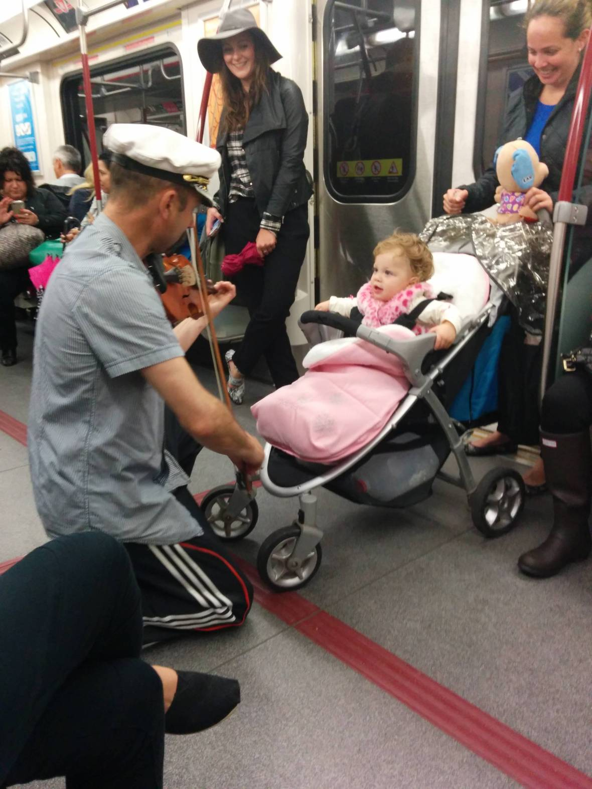 Man spent his subway ride playing his violin for a baby because she was crying