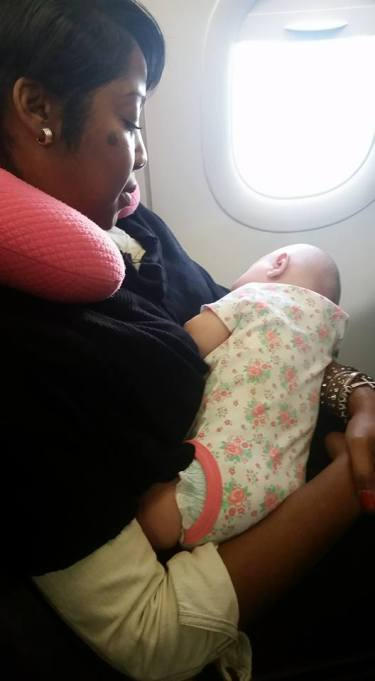 Mom Thanks an Airline Passenger for Her Kindness