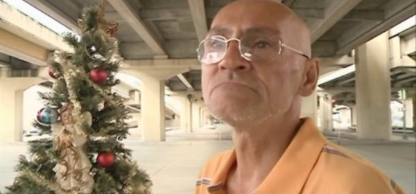 City throws away homeless man's Christmas tree community takes action