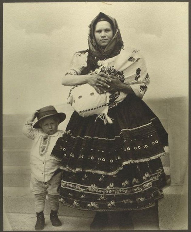 Immigrants' First Pictures