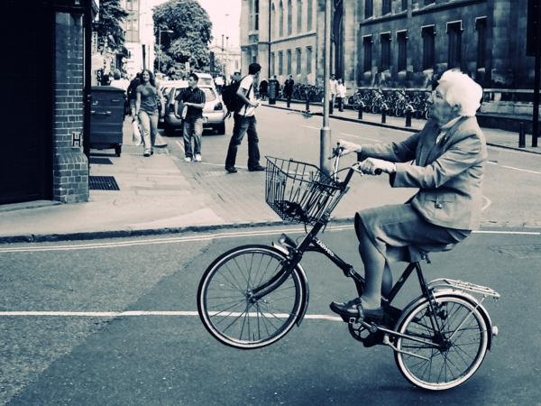 old-lady-bicycle-wallpaper-for-2560x1920-332-26