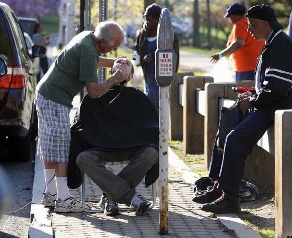 This 82 year-old barber brings clippers to the park to give homeless people a free shave.