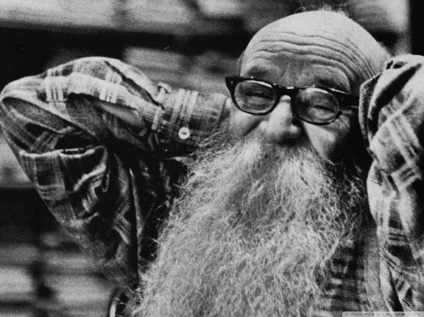old_man_with_long_beard-wallpaper-2048x1536